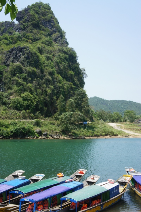 The river to Phing Nha Cave.
